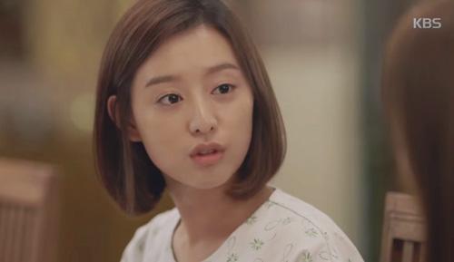 Song Joong Ki đứng bất động khi được Song Hye Kyo ôm ấp-14