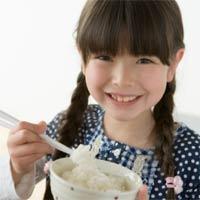 Dạy con gái những phép tắc trong ăn uống