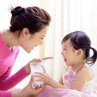 Có nên cho bé ăn váng sữa?