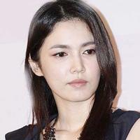 Nữ diễn viên Hàn quốc đi hầu rượu