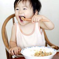 Thời điểm tập cho trẻ ăn cơm