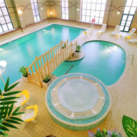 'Hoành tráng' với bể bơi trong nhà