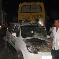Vượt ẩu, taxi Mai Linh gây tai nạn liên hoàn