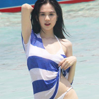 """Tái xuất sau scandal, Ngọc Trinh tung ảnh """"hot"""""""
