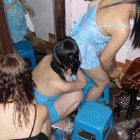Bắt ổ mại dâm trên đường Trần Khát Chân