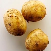 Đắp khoai tây chống quầng thâm mắt