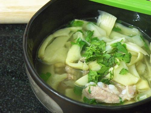 Canh măng nấu thịt ba chỉ - 1