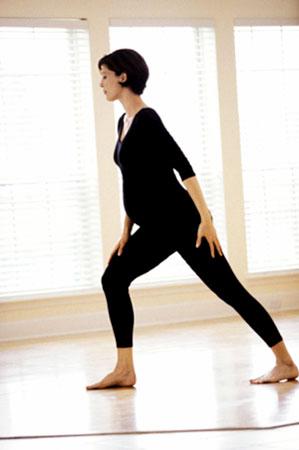 Lời khuyên 'vàng' giảm đau lưng cho bà bầu - 2