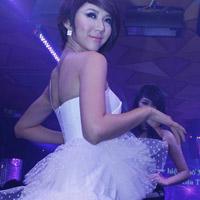 Ngọc Quyên mặc váy cưới xinh như búp bê