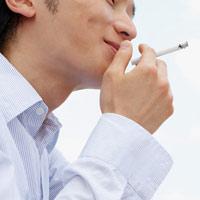 Hút thuốc lá có thể làm 'cậu bé' ngắn lại