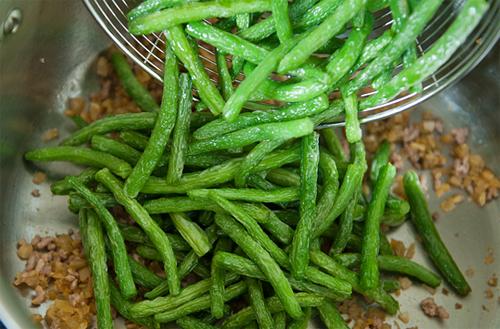 Đậu đũa xào tôm khô, ăn là mê - 7