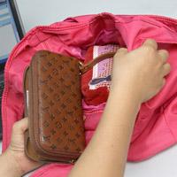 Cẩn thận vi khuẩn trong túi xách!