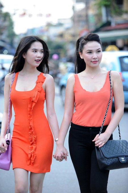 'Nữ hoàng đồ lót' Ngọc Trinh tự tin dạo phố Hà Nội - 2