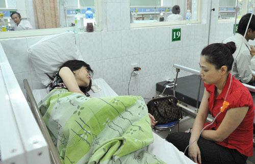"""""""Tố"""" xong Ngô Kiến Huy, Thanh Thảo vui vẻ xuất ngoại - 1"""