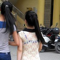Nữ sinh 'sexy'... nam sinh hứng thú đến trường?