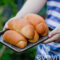 Làm bánh mì sừng bò nhân dừa cực dễ