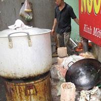 Kinh hoàng quán ăn quanh bệnh viện Hà Nội