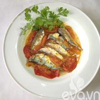 Bữa tối ngon cơm với cá nục sốt cà chua