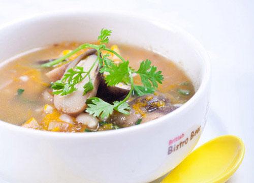Ngon cơm với canh bí đỏ nấu nấm rơm - 1
