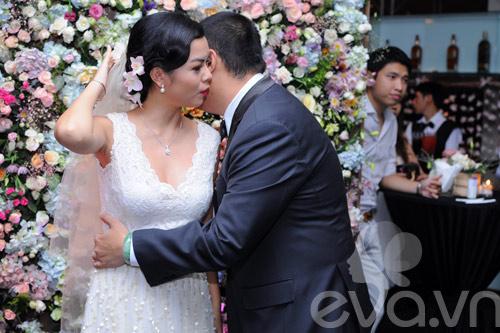 Quỳnh Anh và chú rể thắm thiết trong đám cưới - 2