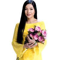 MC Quỳnh Hương đẹp như đóa hoa mãn khai