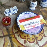 Nến cốc phát nổ: Tai họa từ bàn thờ