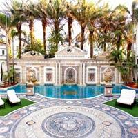 """Nhà """"long lanh"""" của huyền thoại hãng Versace"""