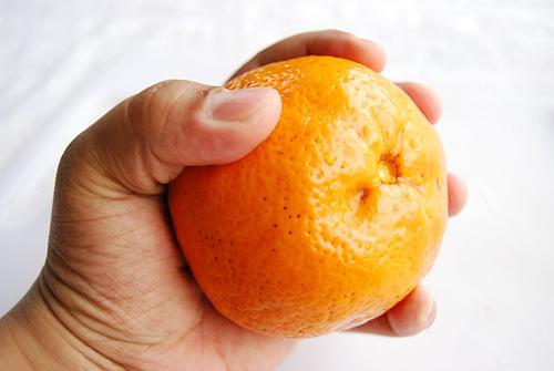 Mất vài phút để có ly nước cam tươi mát - 1