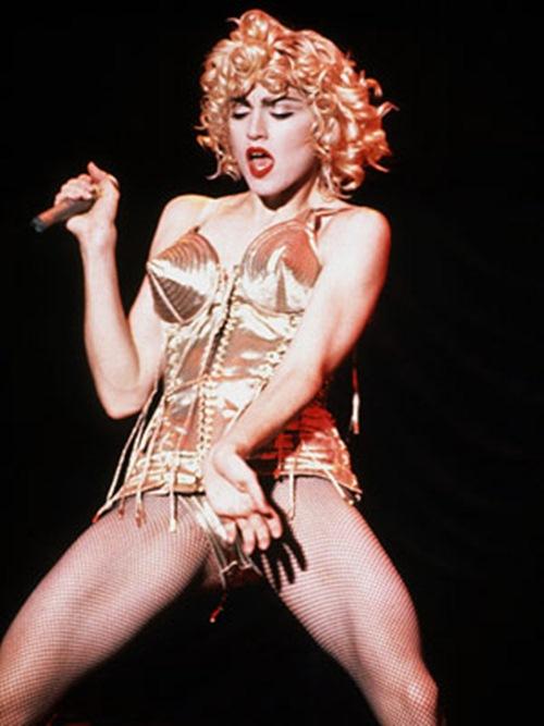Madonna: Bao giờ mới ngừng 'khoe thân' phản cảm? - 2
