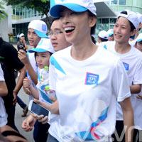 Ngô Thanh Vân nhiệt tình chạy bộ vì người nghèo