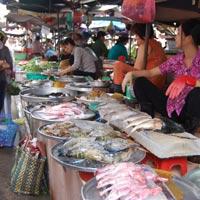 Đi chợ (20/06): Mua được cá diếc, lo chọn tương