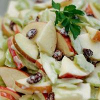Mê mẩn món salad táo thơm ngon