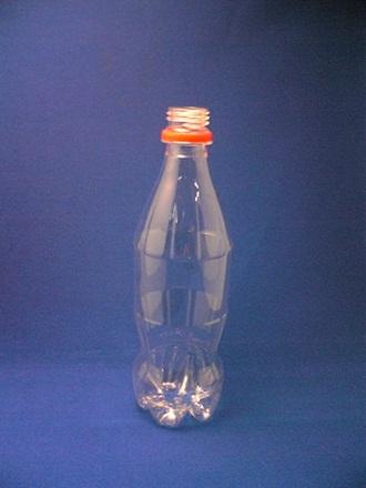"""""""Đổi phận"""" cho chai nhựa thành... lọ hoa - 1"""