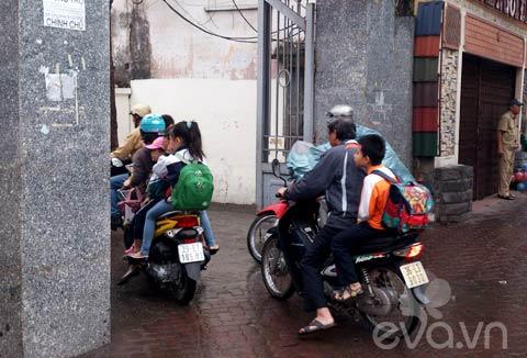 phu huynh 'phot lo' khong doi mu bao hiem cho con - 3