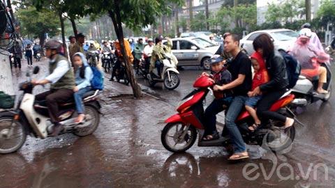 phu huynh 'phot lo' khong doi mu bao hiem cho con - 5