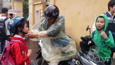 phu huynh 'phot lo' khong doi mu bao hiem cho con - 6