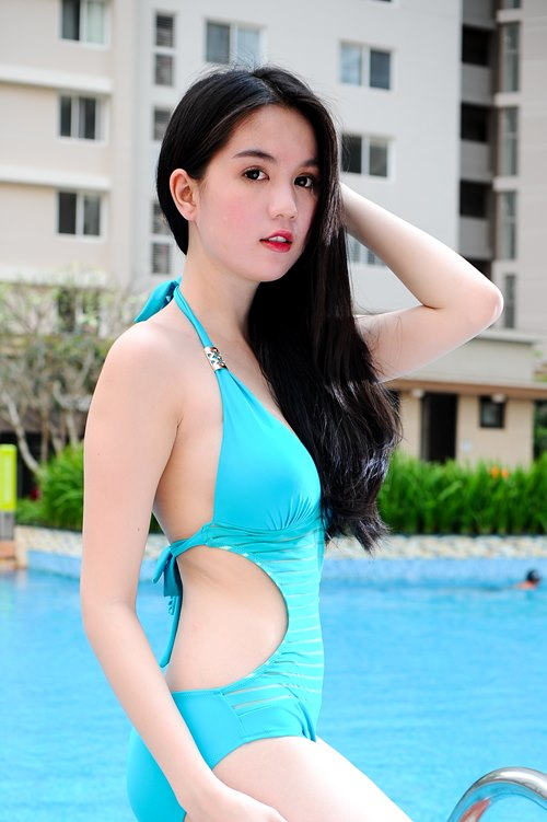 "ngoc trinh lai ""gay thuong nho"" voi bikini - 9"