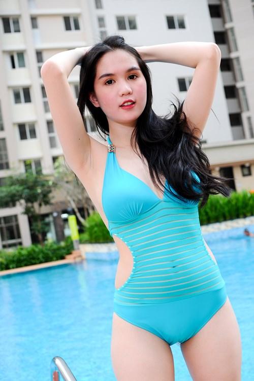 "ngoc trinh lai ""gay thuong nho"" voi bikini - 10"