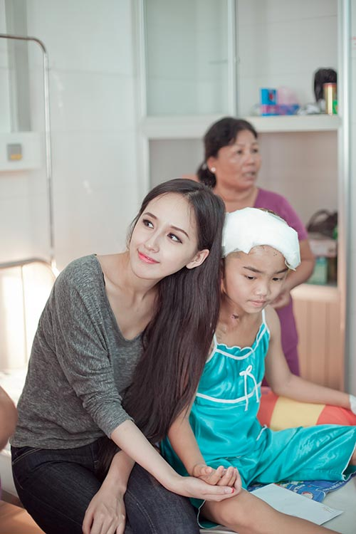 mai phuong thuy ve can tho tham be nhu y - 12
