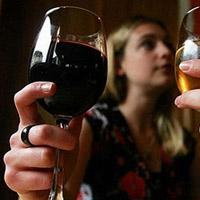 Phụ nữ có nên uống rượu và bia không?