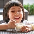 Làm mẹ - Lỗi lớn của mẹ khi cho bé ăn sữa chua