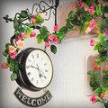 Nhà đẹp - Nhà giăng hoa giả: Đẹp hay vô hồn?
