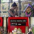 Làng sao - Á hậu Trịnh Kim Chi tiễn đưa NSƯT Hồ Kiểng