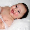 Clip Eva - Bé cười thật đáng yêu