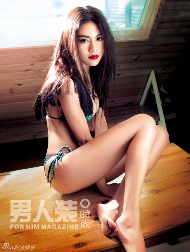 Người đẹp Châu Tú Na được mệnh danh là nữ thần gợi cảm của làng nghệ Hồng Kông.