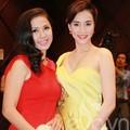 """Làng sao - Việt Trinh """"đọ"""" nhan sắc với Trang Nhung"""