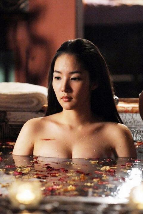 5 my nhan co trang han tao bao khoe vai tran - 5