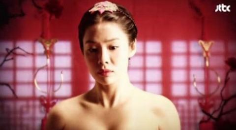 5 my nhan co trang han tao bao khoe vai tran - 7