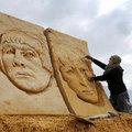 Đi đâu - Xem gì - Ngắm bờ biển toàn ca sĩ nổi tiếng tạc từ cát