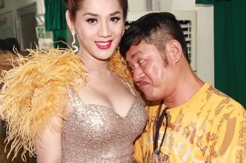 "khanh chi lam lap lo khoe vong 1 ""khung"" - 12"